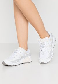 New Balance - WL850 - Sneakers - white - 0