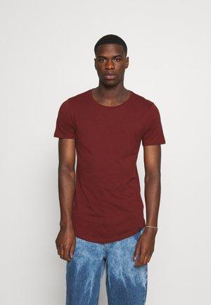 SHAPED TEE - Camiseta básica - fired brick