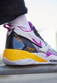 Jordan - ZOOM '92 - Zapatillas altas - white/cactus flower/black/smoke grey/laser orange - 4