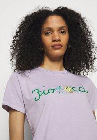 Fiorucci - DANCING BUGS TEE FOXGLOVE - Print T-shirt - lilac - 3