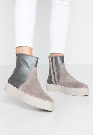 MALMÖ - Platform-nilkkurit - grey/silver