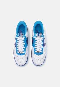 Nike Sportswear - AIR FORCE 1 '07 LV8 EMB - Matalavartiset tennarit - white/coast/field purple - 3