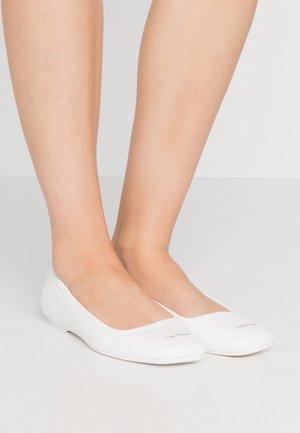 EBONI - Ballerinaskor - white
