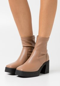 Rubi Shoes by Cotton On - ZAZA PLATFORM BOOT - Platform ankle boots - tan - 0