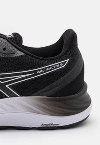 ASICS - GEL EXCITE 8 - Neutral running shoes - black/white - 5
