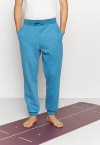 Curare Yogawear - LONG PANTS - Trainingsbroek - light blue - 0