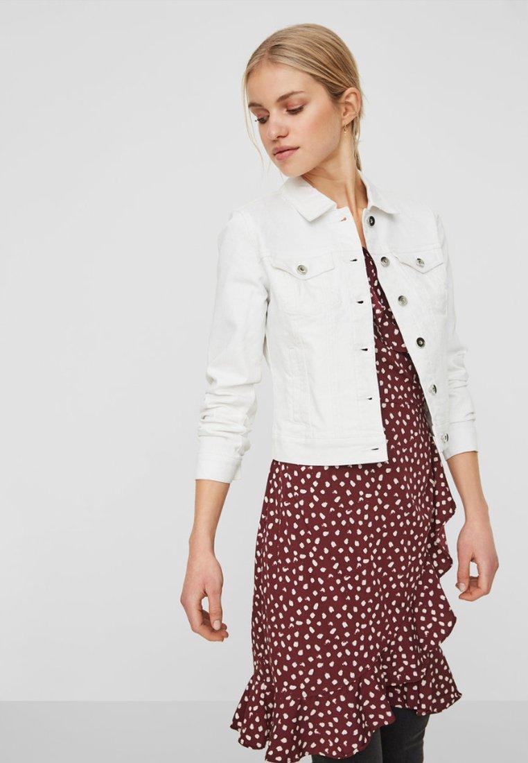 Vero Moda - VMHOT SOYA  - Denim jacket - white
