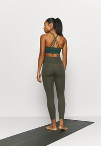 Nike Performance - THE YOGA 7/8 - Tights - cargo khaki/medium olive - 2
