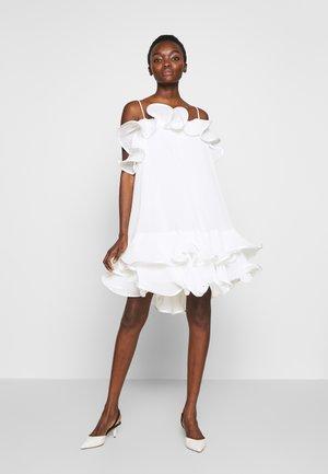 KIRBY STRAP DRESS - Koktejlové šaty/ šaty na párty - white