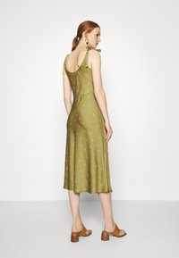 Who What Wear - TIE SHOULDER SLIP DRESS - Day dress - army/pink - 2