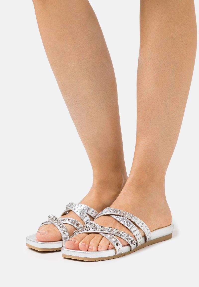 Alma en Pena - Pantofle - silver