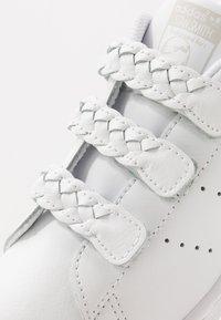 adidas Originals - STAN SMITH  - Sneaker low - footwear white/grey one - 2