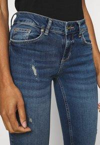 Liu Jo Jeans - BEAT REG - Vaqueros bootcut - blue avatar wash - 6