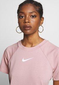 Nike Sportswear - DRESS UP IN AIR - Vestido informal - stone mauve - 3