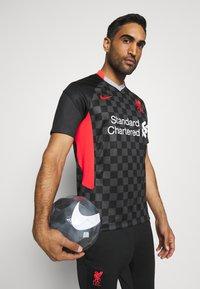 Nike Performance - LIVERPOOL FC 3R - Club wear - anthracite/black/laser crimson - 4