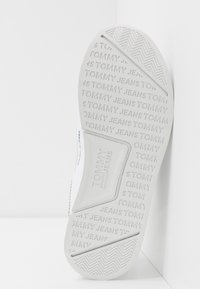 Tommy Jeans - FLEXI RUNNER - Trainers - white