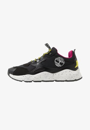 RIPCORD LOW SNEAKER - Trainers - black/pink