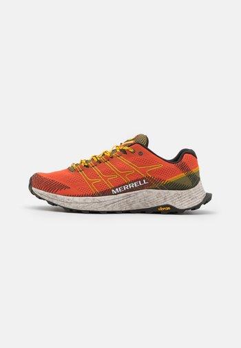 MOAB FLIGHT - Chaussures de running - tangerine