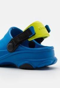 Crocs - Chanclas de baño - bright cobalt - 5