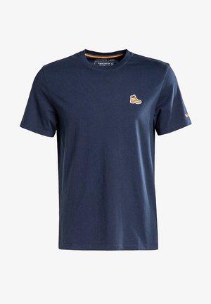 BOOT LOGO - T-shirt z nadrukiem - dark sapphire