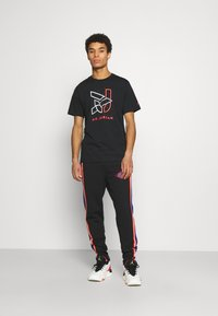 Jordan - BRAND CREW - Print T-shirt - black - 1