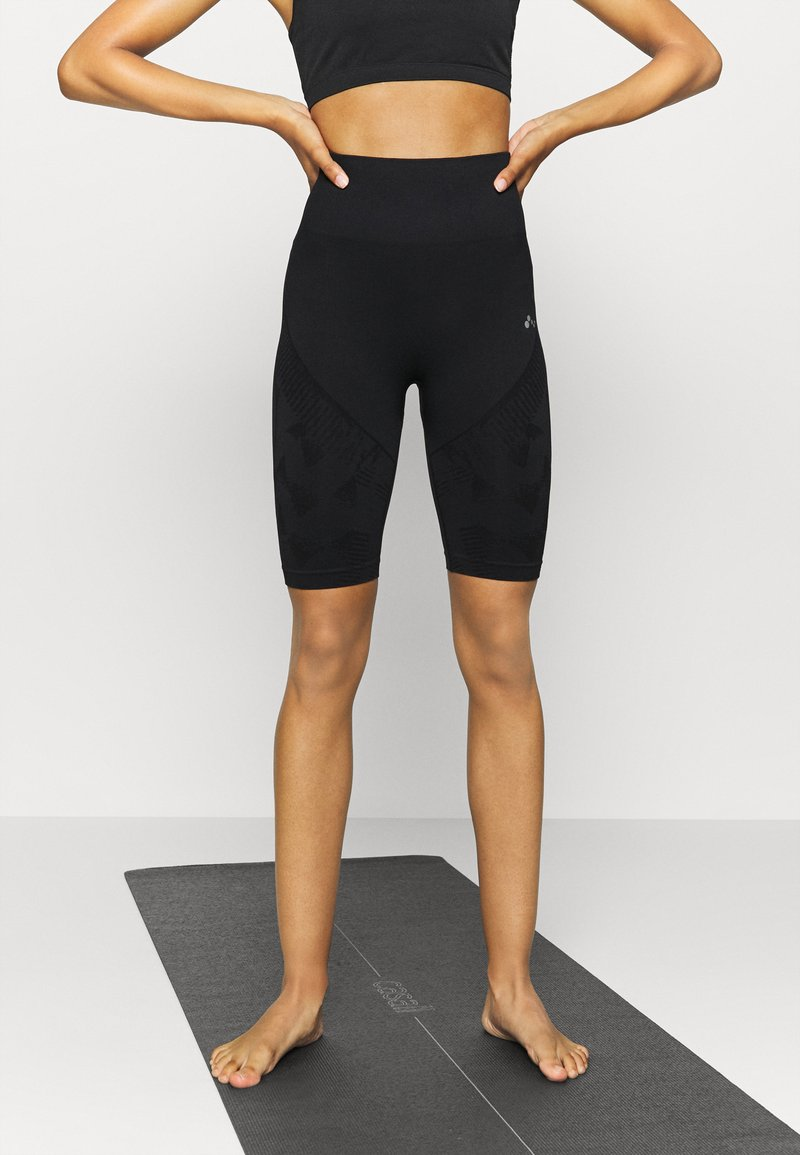 ONLY Play - ONPJASE CIRCULAR SHORTS - Legging - black