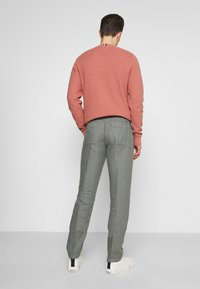 Marc O'Polo - TAPERED FIT PATCHED - Trousers - found fossil - 2
