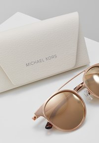 Michael Kors - GRAYTON - Lunettes de soleil - shiny rosegold-coloured - 3