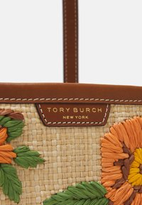 Tory Burch - PERRY EMBROIDERED TRIPLE COMPARTMENT TOTE - Tote bag - natural - 3
