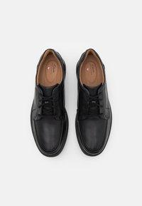 Clarks - UN ABODE EASE - Šněrovací boty - black - 3
