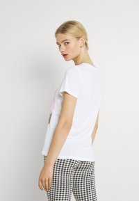 ONLY - ONLVIOLET LIFE - Print T-shirt - lemon - 2