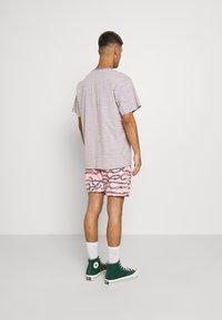Santa Cruz - BARBED - Shorts - pink - 2
