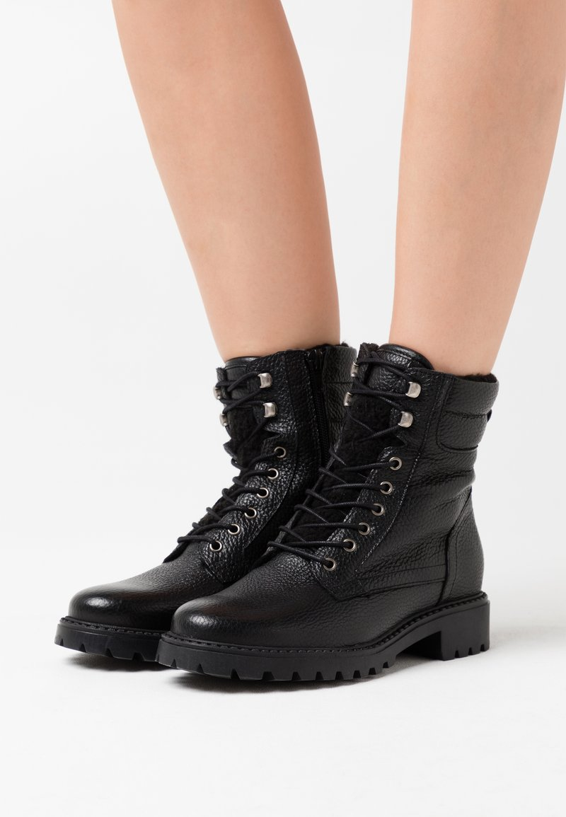 Anna Field - LEATHER ANDREAS - Šněrovací kotníkové boty - black