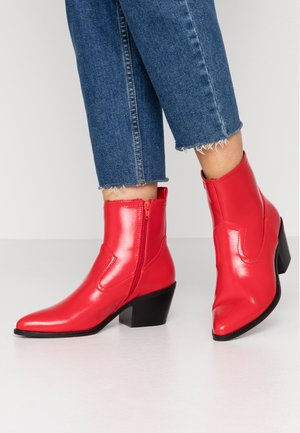 Cowboy/biker ankle boot - red