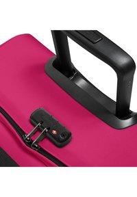 Eastpak - Wheeled suitcase - ruby pink - 3