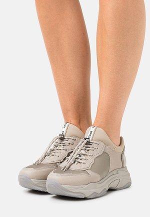 BAISLEY - Sneakersy niskie - military grey/off white