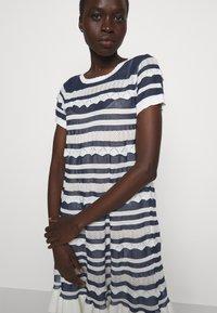 TWINSET - ABITO TRASPARENZE E BALZE - Jumper dress - neve/nero - 3