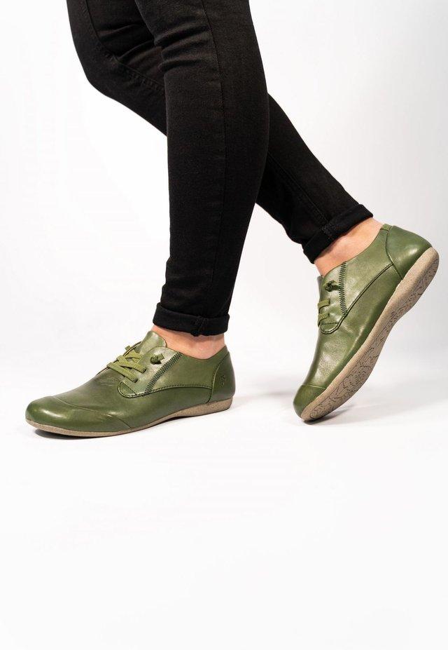 FIONA - Sportieve veterschoenen - green
