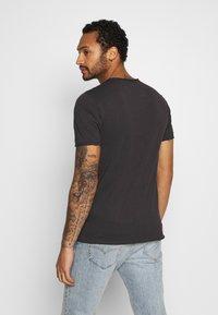 Only & Sons - ONSCARL SLIM RAW EDGE TEE  - T-shirt print - phantom - 2