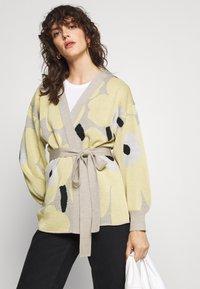 Marimekko - UNEKSUVA UNIKKO CARDIGAN - Cardigan - beige/light yellow/black - 4