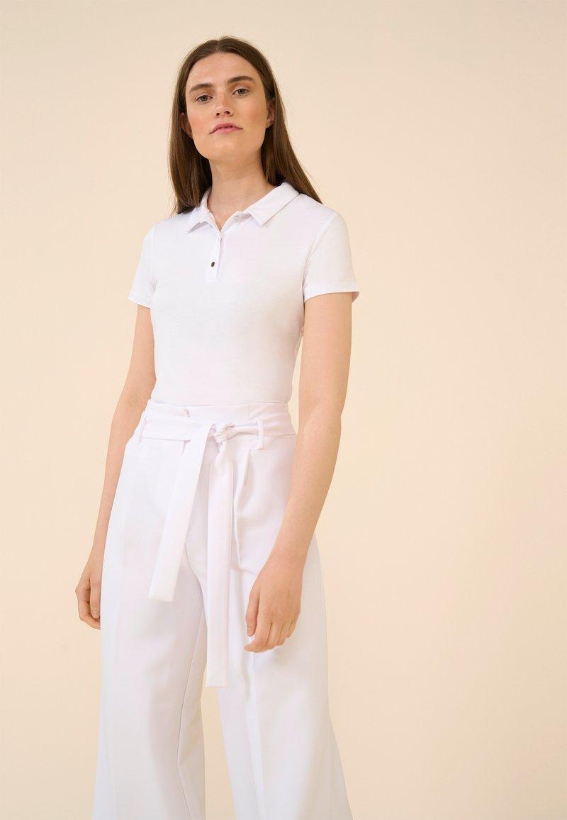 ORSAY - MIT KRAGEN - Polo shirt - weiß