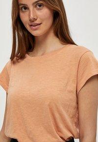 Minus - LETI - Basic T-shirt - tropical peach - 3
