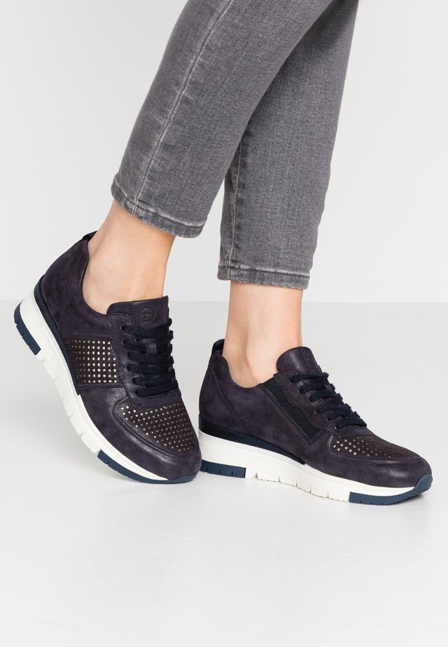 LACE UP - Baskets basses - navy/punch