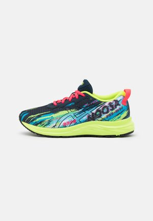 GEL-NOOSA TRI 13 UNISEX - Competition running shoes - black/hazard green