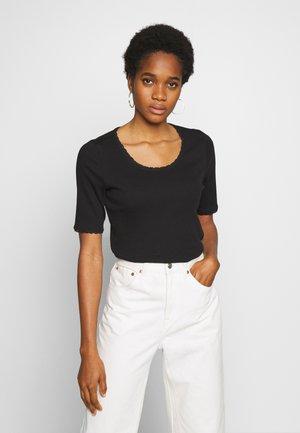 MILLAN - Jednoduché triko - black