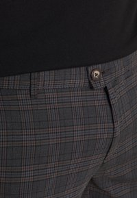 Redefined Rebel - ERCAN  - Chino - dover check - 5