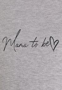 Missguided Maternity - MATERNITY MAMA TO BE NIGHT DRESS - T-shirts print - grey - 2