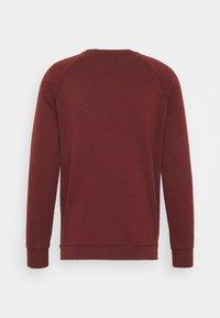 DOCKERS - LOGO CREWNECK - Sweatshirt - chestnut red - 1