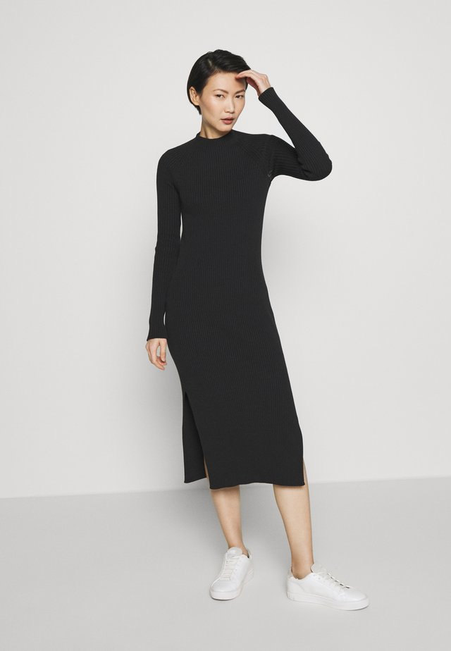 OPEN BACK KNIT DRESS - Pletené šaty - black