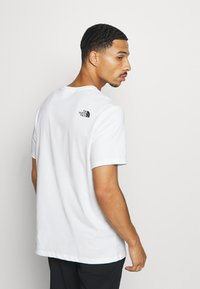The North Face - MOUNTAIN LINE TEE - Print T-shirt - white/summit gold - 2